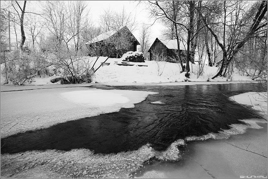 Проталина и баньки - баня чёрнобелое проталина река таложня деревня фото фотосайт