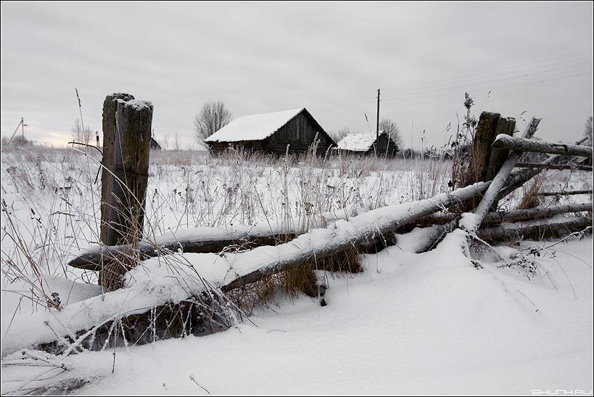 Зимнее, композиционное - деревня зима забор обветшалое сараи снег мороз январь фото фотосайт