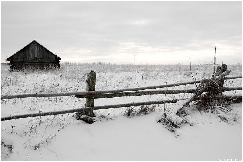 Забытое богом место - деревня сарай забор снег зима морозы холод фото фотосайт