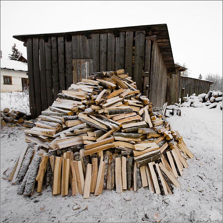 Запасы тепла... - дрова квадрат цвет снег зима запасы прогаз фото фотосайт