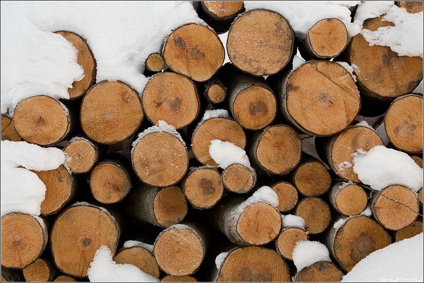 Дрова. Ни больше, ни меньше. - дрова снег зима деревня элементы фото фотосайт