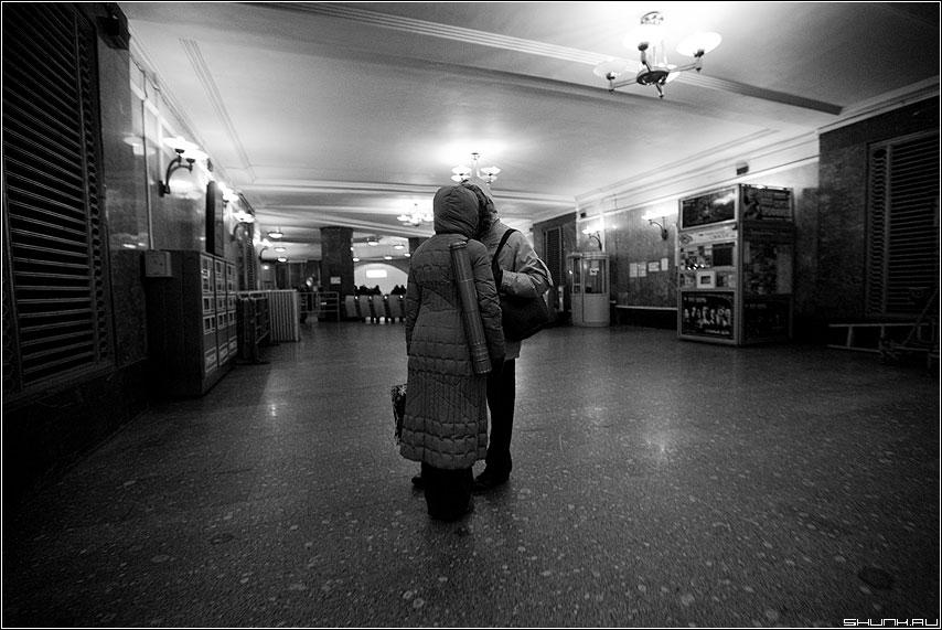 Расставание - парочка он она метро прощание чёрно-белые фото фотосайт