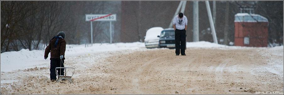 Встреча... - деревня дорога зима встреча санки мальчик парень шустиково фото фотосайт