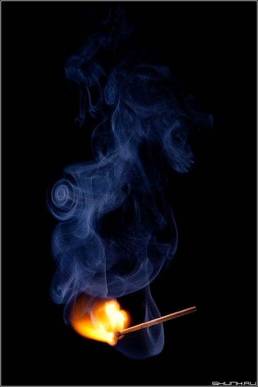 Как появляются Улитки... - спичка огонь свет дым узор натюрморт вспышка фото фотосайт