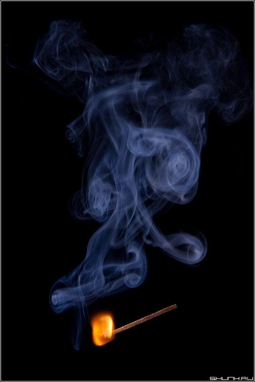 Есть только миг... - натюрморт спичка огонь пламя дым свет студия фото фотосайт