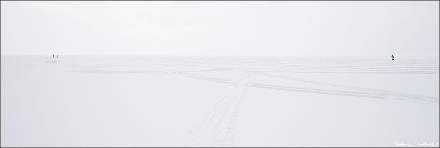 Микро и макро - лед озеро карелия лыжники зима 90x30 фото фотосайт