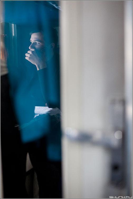 Вагонные отражения - вагон дверь дорога карелия портрет фото фотосайт