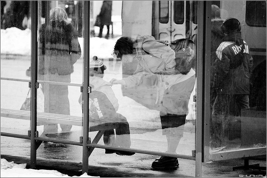 Про Сына (вариант) - сын остановка мама чёрно-белые улица фото фотосайт