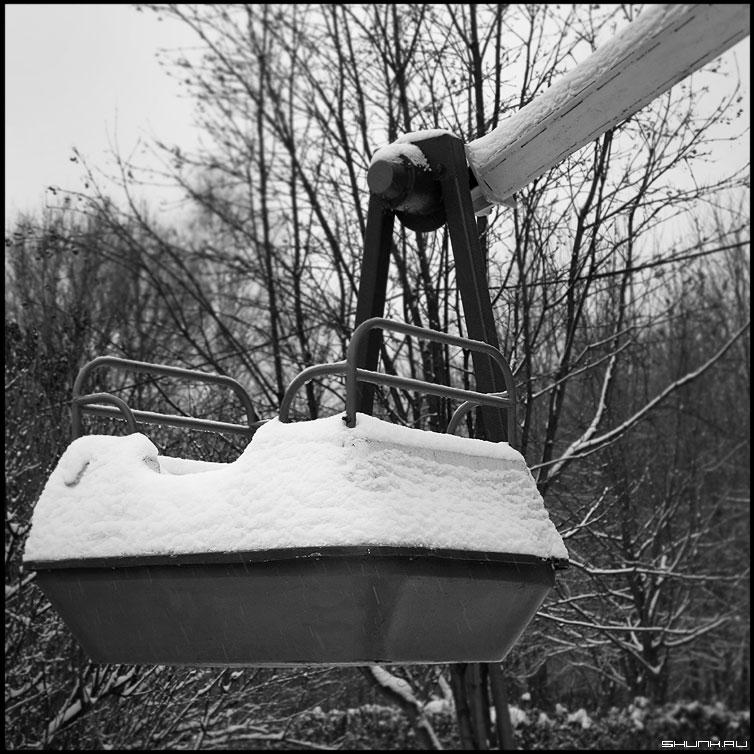 Машина времени - дорога в прошлое - снег зима квадрат среднийформат прошлое воспоминания карусель фото фотосайт