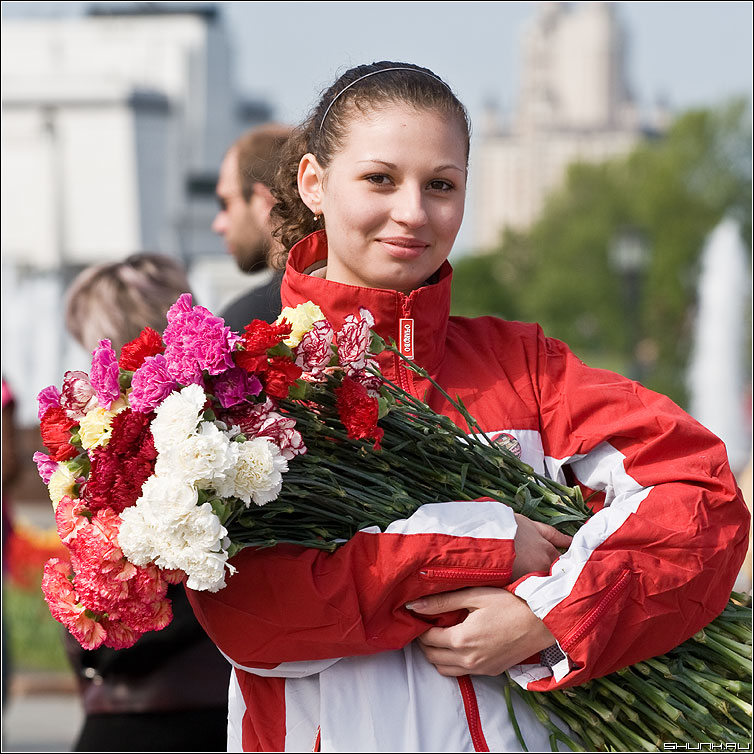 Ветеранам - день победы ветеранам цветы девушка молодежь фото фотосайт