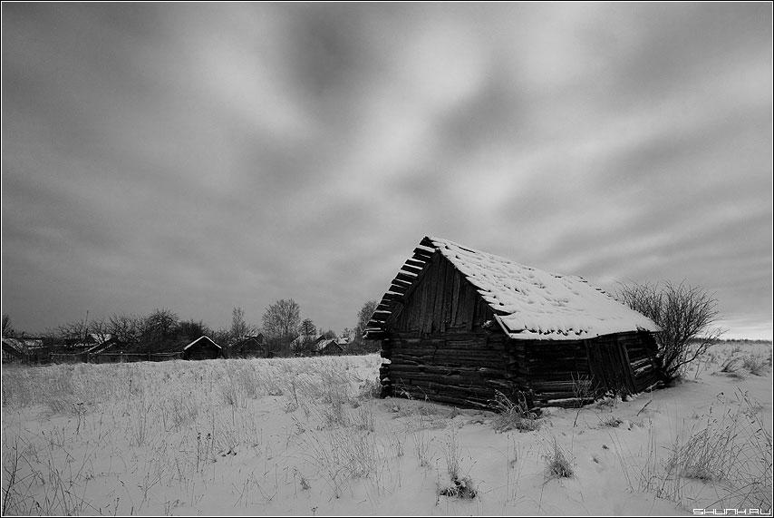 Мгла - небо сарай деревня зима воспоминания чёрно-белыя фото фотосайт