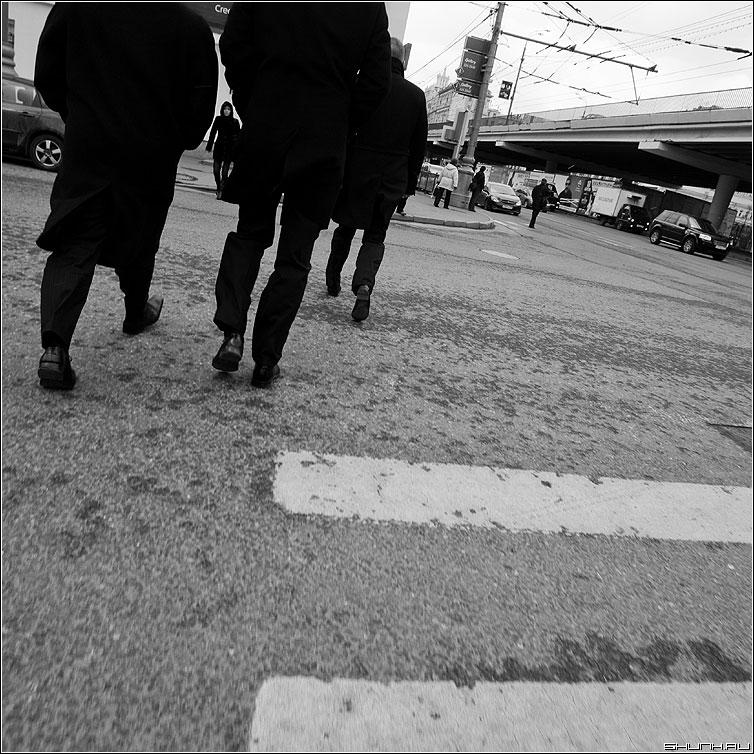 Теорема о трех последовательностях - теорема переход ноги мужики квадратная улица фото фотосайт