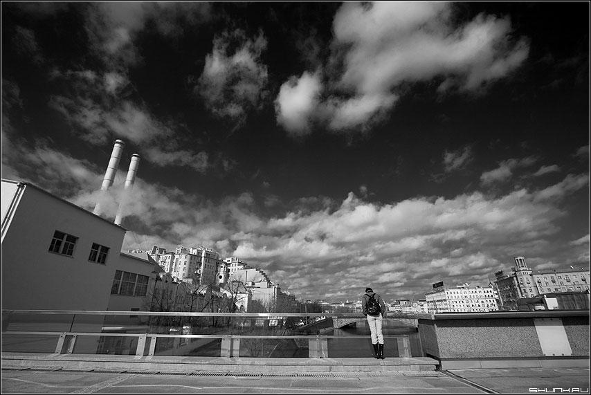 Небесное - небо москва трубы город облака чёрнобелая девушка фото фотосайт