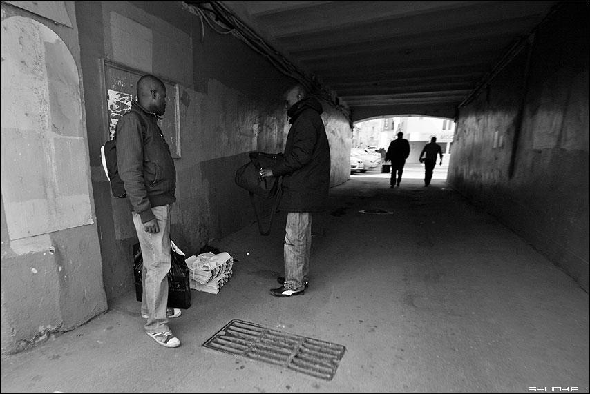 * * * - негру арка улица история чёрно-белые фото фотосайт