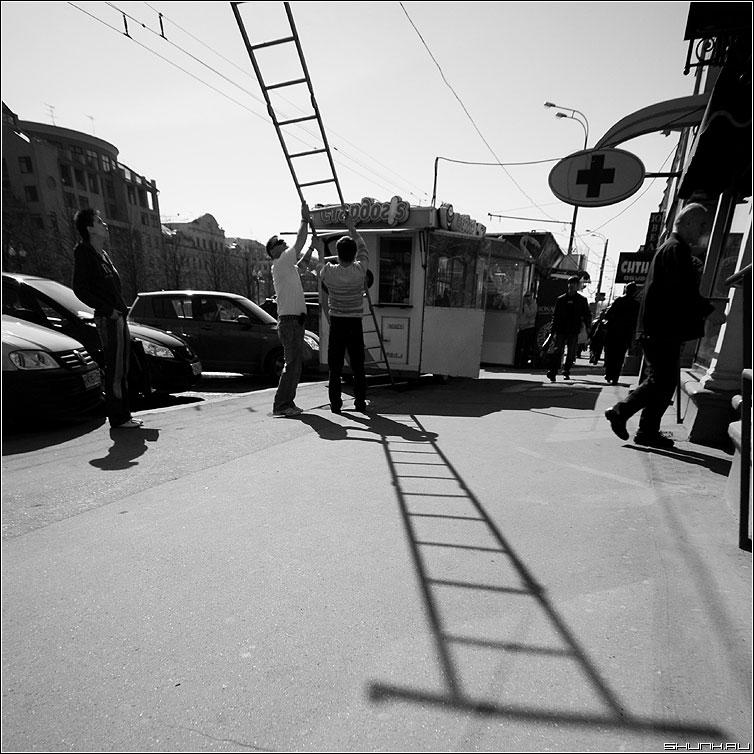 Дон Кихот и Санчо Панса - дон кихот квадрат чёрнобелая тень лестница улица фото фотосайт