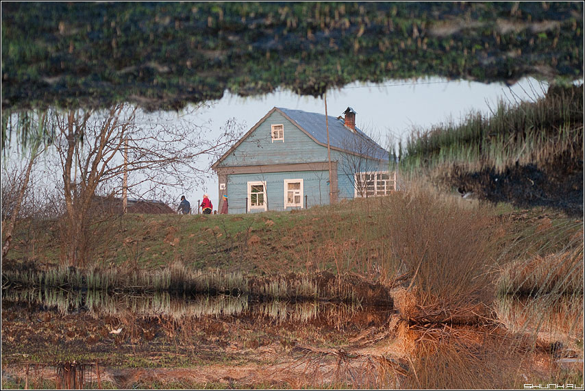 Домик в д. Крюково - крюково деревня дом отражение весна река фото фотосайт
