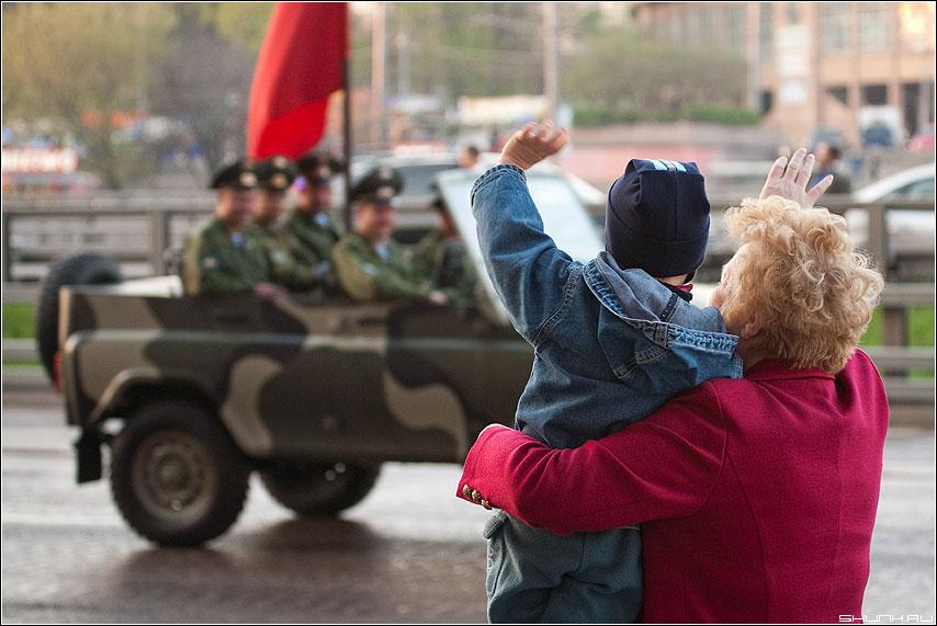 Парад 9 мая - парад бабушка ребенок поколения победа 9 май фото фотосайт