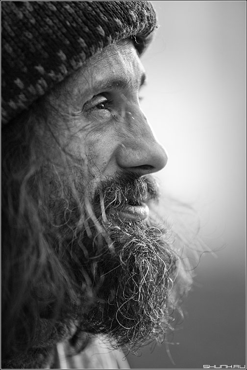 Виталий Морозов (профиль) - виталий морозов портрет чёрнобелый улица борода разговор профиль фото фотосайт