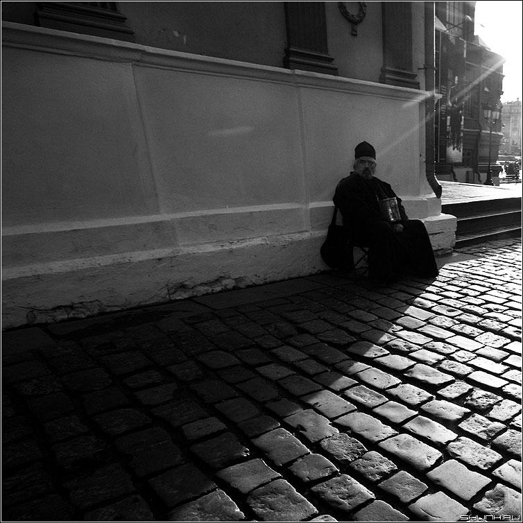В тени - тень свет вера служащий церковь манжка фото фотосайт