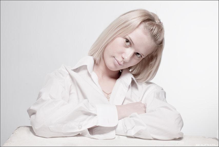 Портрет в высоком ключе - hikey портрет студия кубик даша глаза взгляд белое фото фотосайт