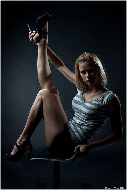 Без двадцати пяти одиннадцать - ноги даша девушка студия темное портфолио фото фотосайт