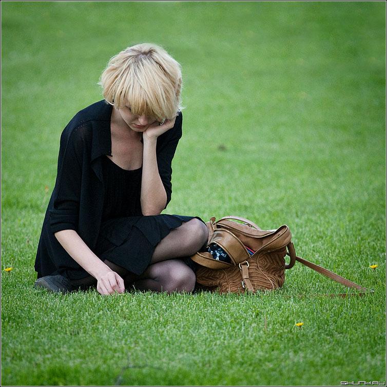 Разговор с лучшей подругой - она девушка газон трава разговор зеленое фото фотосайт