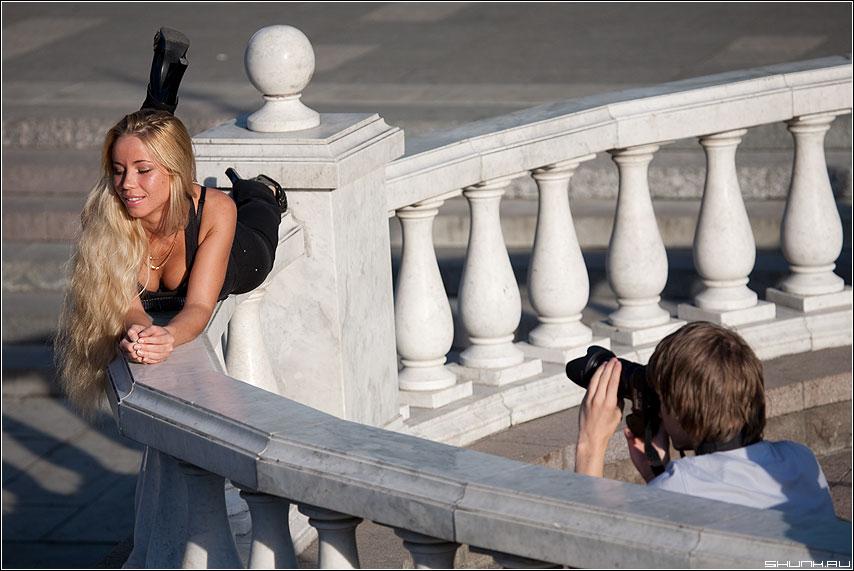 Фотосет на манежке - манежка фотограф фотосет фотолюди девушка блондинка модель фото фотосайт