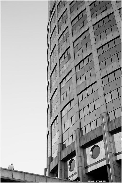 Человек и архитектура - человек предрассудок архитектура окна стекло фото фотосайт
