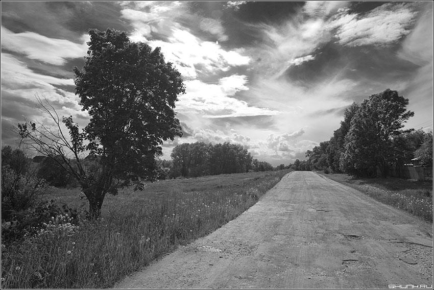 Небесный хаос - небо чёрнобелое чб крюково деревня дорога фото фотосайт