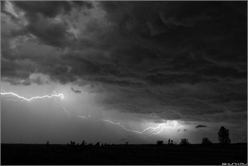 Привет, Нико́ла Те́сла - тесла молния небо гроза деревня чёрнобелая фото фотосайт