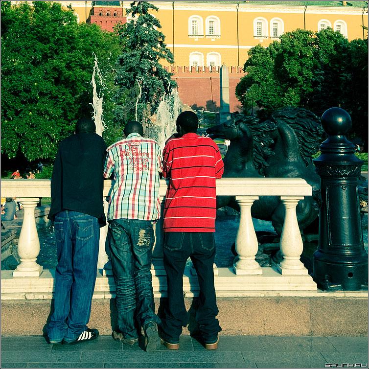 Три сестры - манежка манежная площадь три гости столица квадратное фото фотосайт