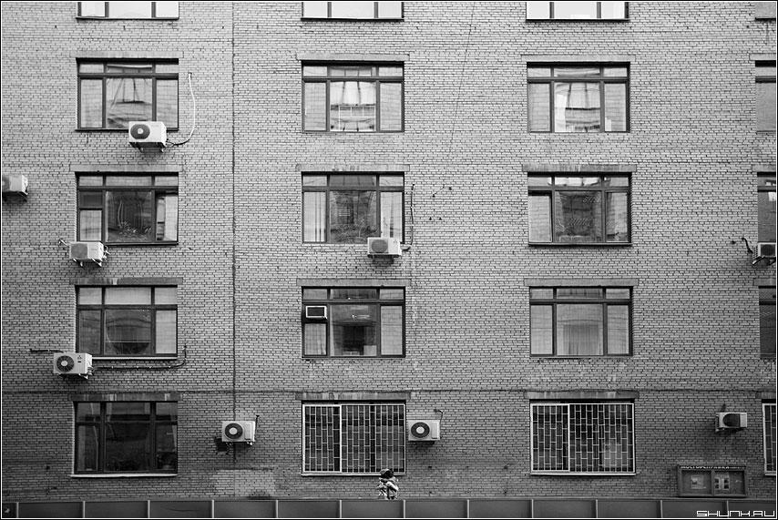 Встреча в городе - улица окна кондиционеры встреча пара парочка фото фотосайт
