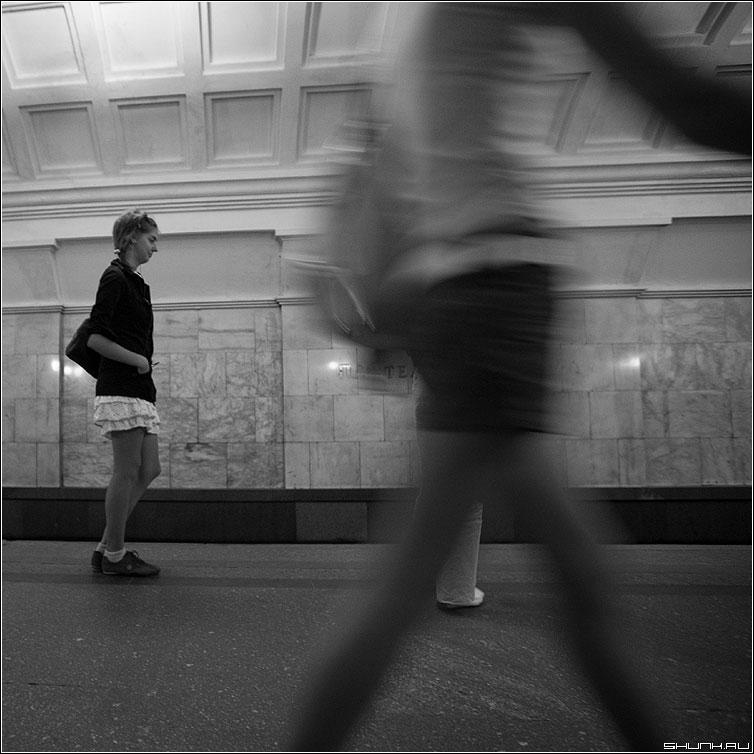Шаг - шаг метро девушка случай квадратная фото фотосайт