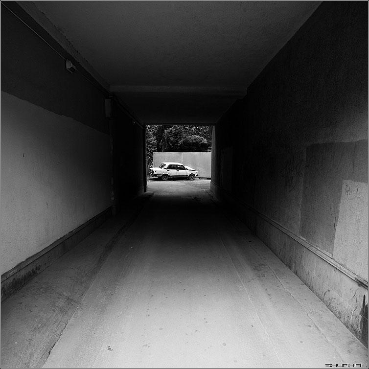 ВАРКЕ - арка квадратное жигули чёрнобелое фото фотосайт