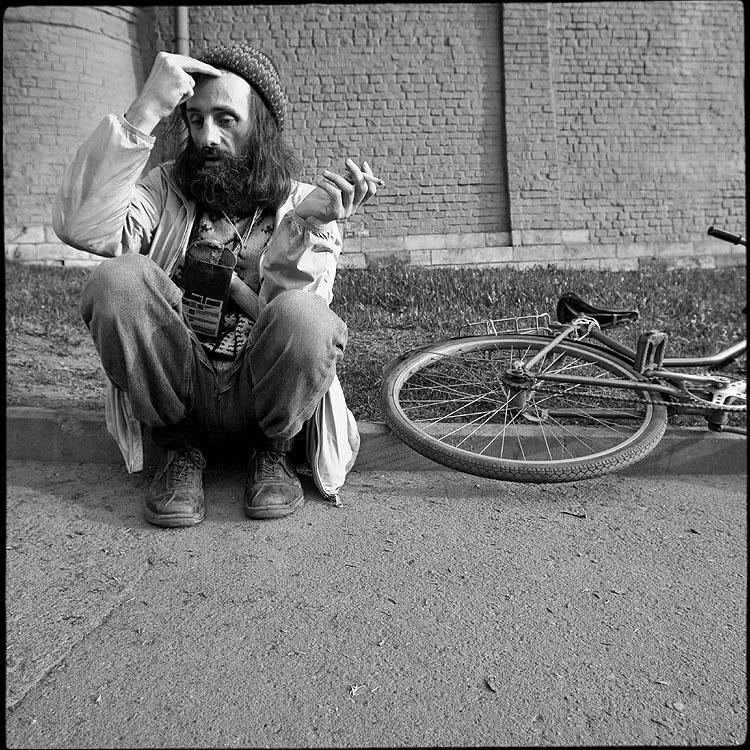Вера и спорт - вера квадратное борода велосипед чёрнобелые фото фотосайт