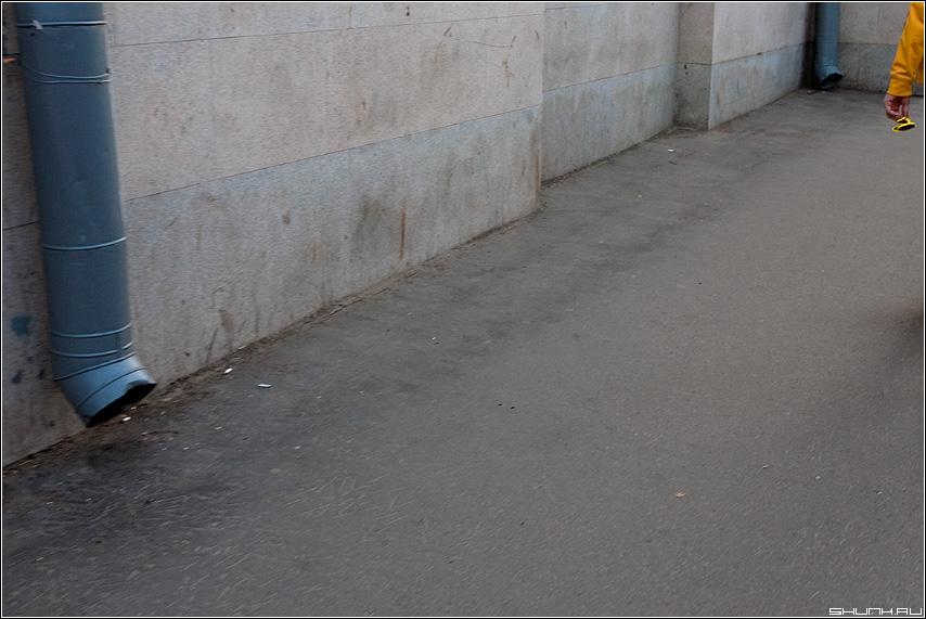 Желтые очки - трубы водосток очки желтые улица разное элемент фото фотосайт