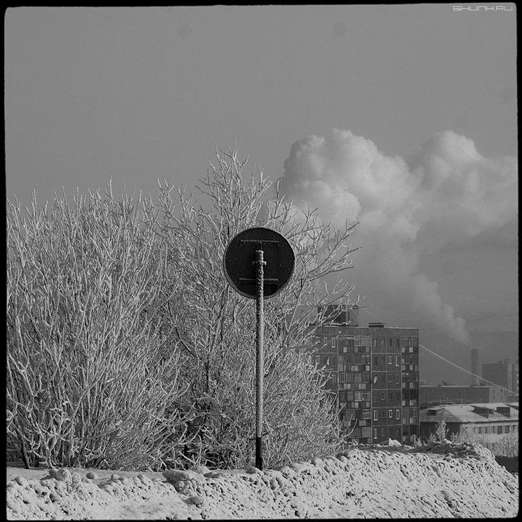Кирпич - мурманск гора памятник зима февраль снег дым среднийформат фото фотосайт