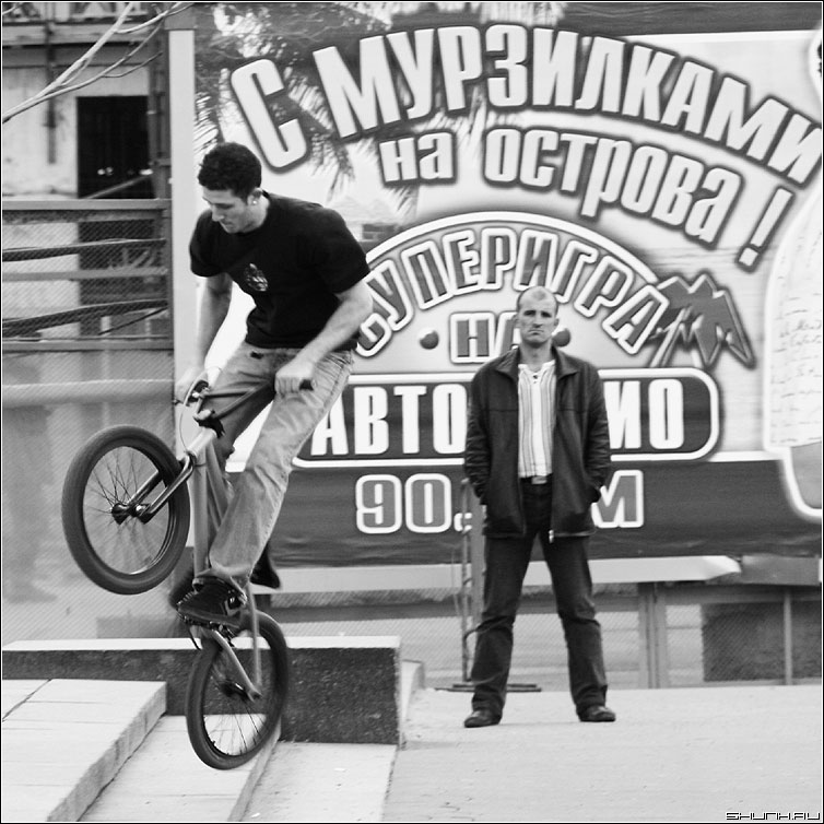 С мурзилками - квадратное люди велосипед манежка курьез фото фотосайт