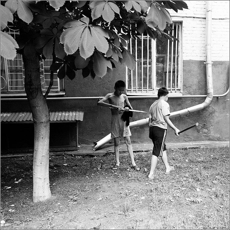 Самураи - квадратное дети самураи мечи двор каштан фото фотосайт