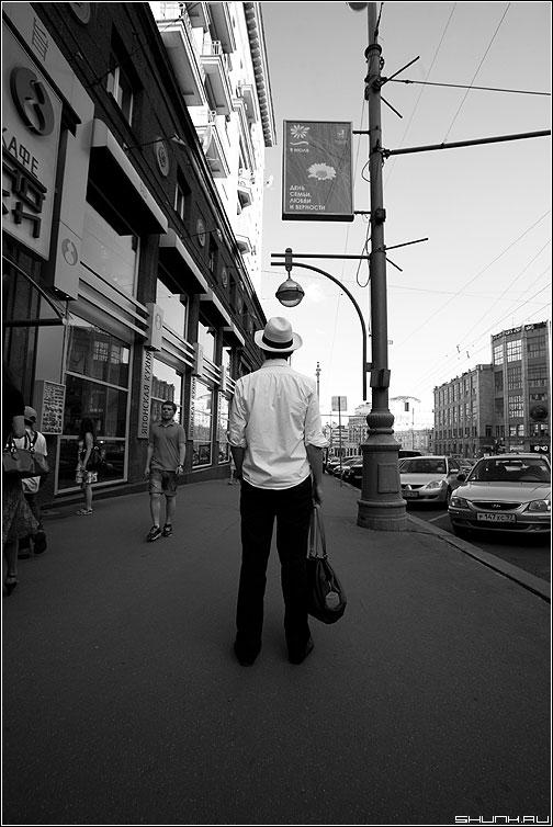 Один в городе - город человек одиночество шляпа случай фото фотосайт