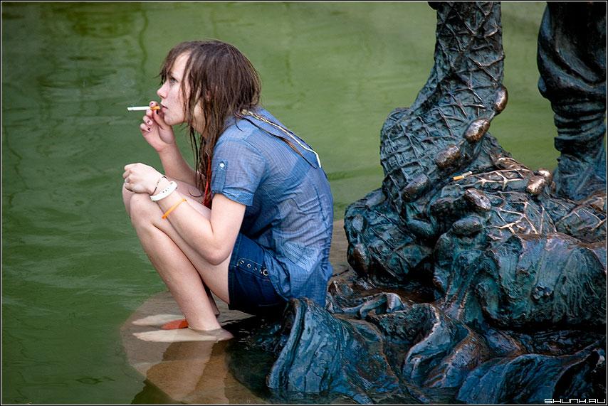 Горлум - сигарета фонтан вода зеленая девушка фото фотосайт
