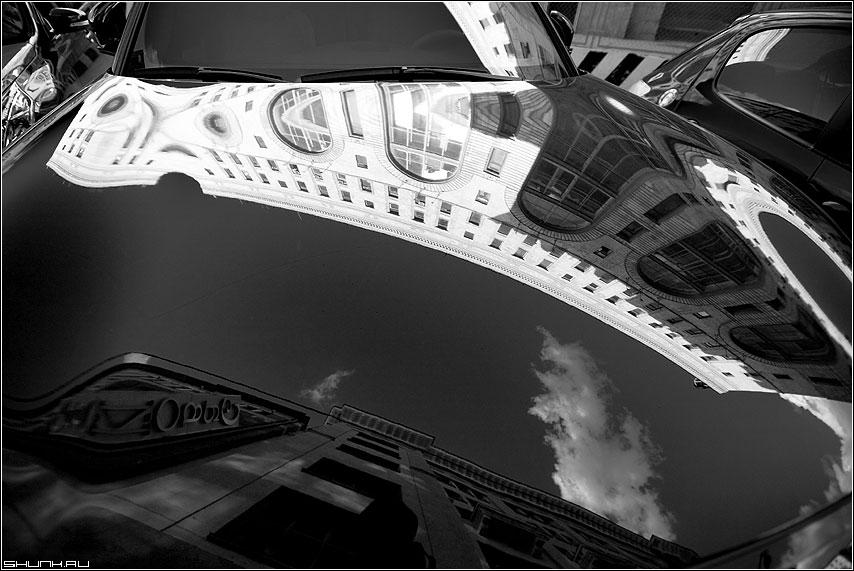 У гостиницы Савой - гостиница мерседес отражение чёрнобелое небо фото фотосайт
