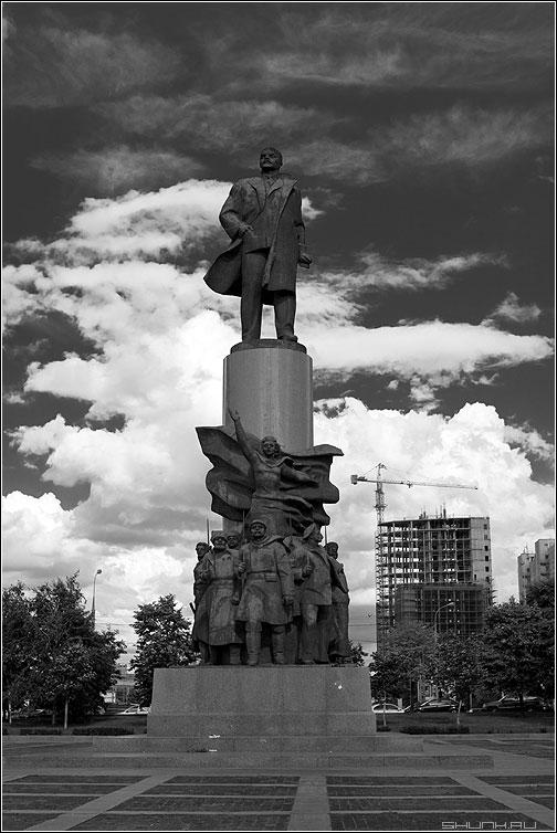 Строим коммунизм - ленин памятник октябрьская небо красный фото фотосайт