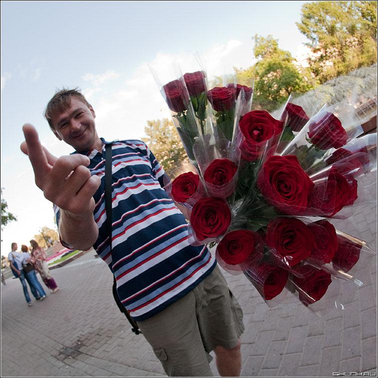 Цветочков? - розы квадратное мужик глухонемой букет рука жест фото фотосайт