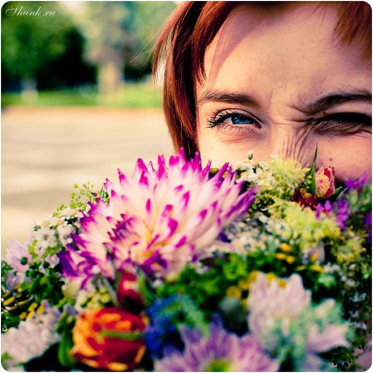 Летне-солнечное - солнце букет цветы глаз прищур квадратное летнее девушка анна фото фотосайт