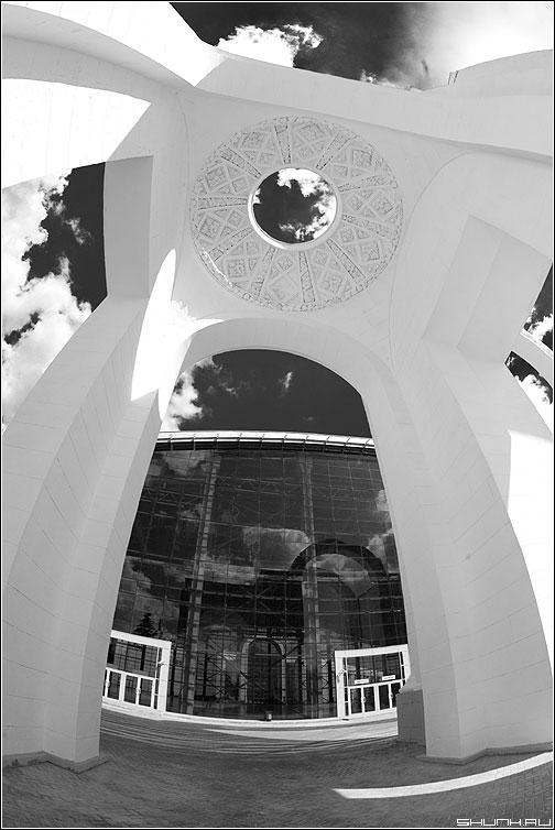 Геометрия Лобачевского - геометрия пространство небо архитектура теорема чёрнобелое фото фотосайт