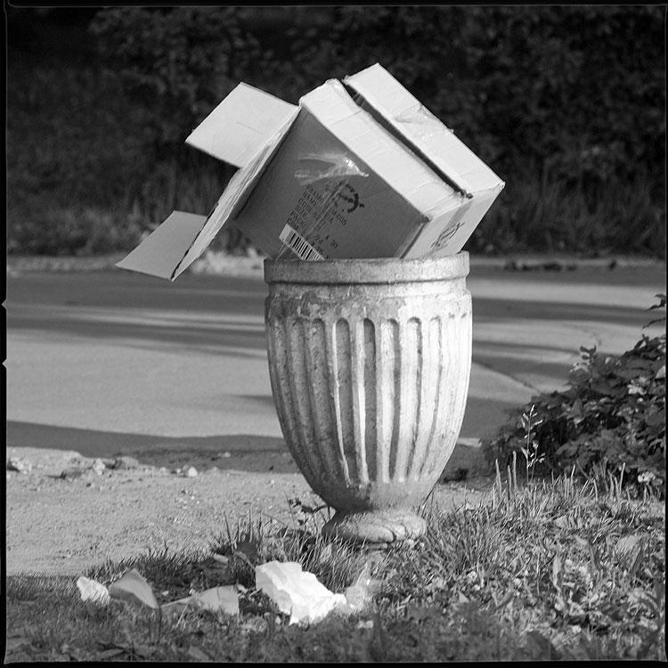 Теорема о существовании и единственности сферы, проходящей через четыре точки пространства, нележащие в одной плоскости - теорема урна куб квадратное мусор коробка вднх фото фотосайт