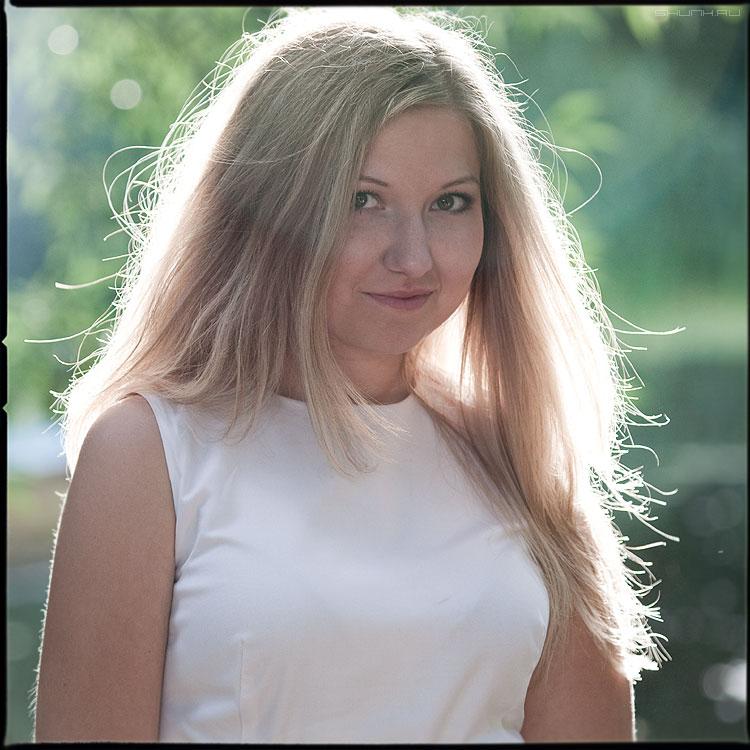 Портрет с распущенными волосами - юля парк аптекарский портрет среднийформат солнечная фото фотосайт