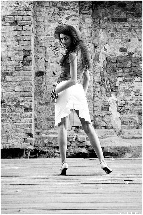 Про разрез - разрез юбка анна стена аптекарский модель фотопрогулться каблуки ноги фото фотосайт
