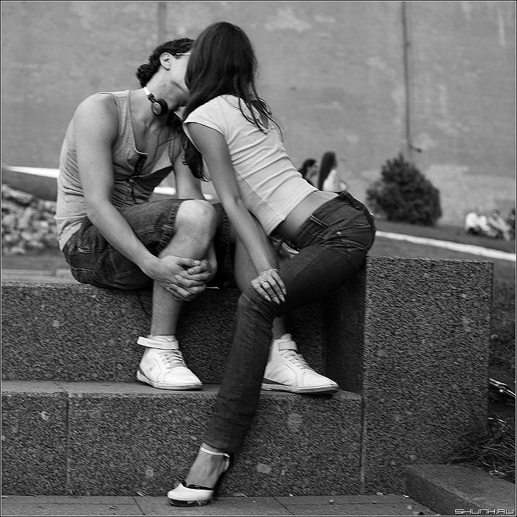 Прогиб - парочка манежка поцелуй девушка парень фото фотосайт